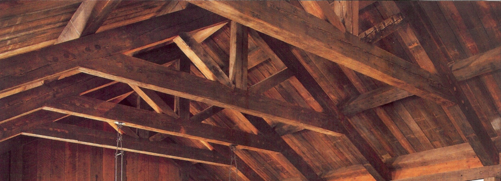 https://www.ignifugari-stingatoare.ro/wp-content/uploads/2020/09/timbers-wood-beams.jpg